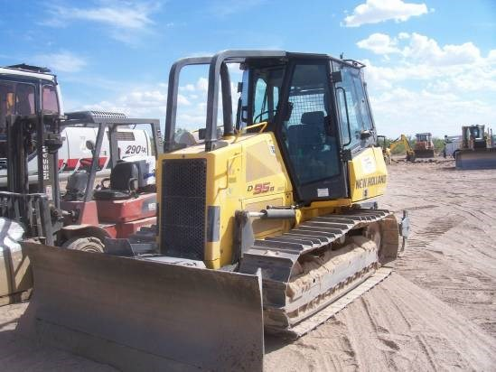 2010 New Holland D95B Dozer