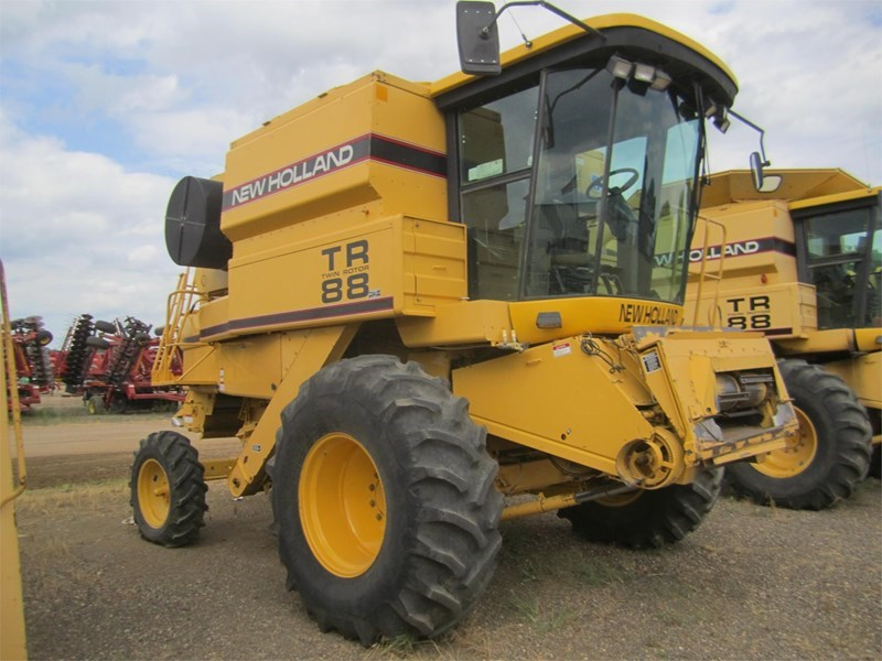 1998 New Holland TR88 Combine For Sale