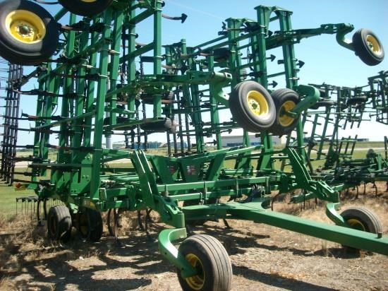 2008 John Deere 2210 55.5 Field Cultivator For Sale