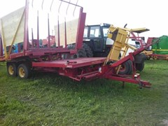 Bale Wagon-Pull Type For Sale 1979 New Holland 1033