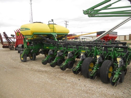 Planter For Sale:  2008 John Deere 1770 CCS