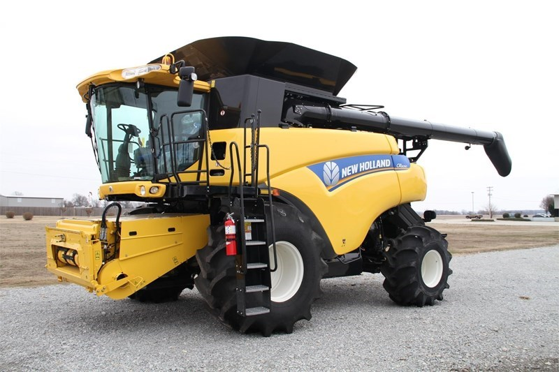 2013 New Holland CR8090 Combine For Sale