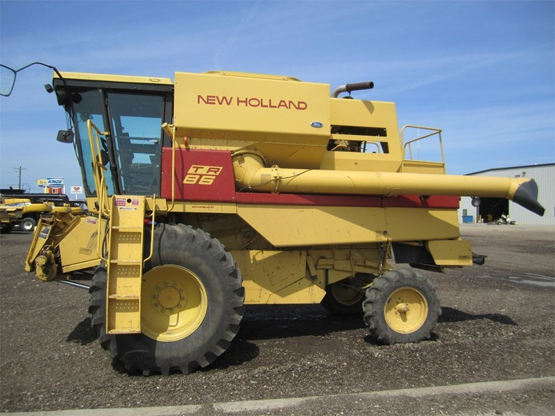 1991 New Holland TR86 Combine For Sale
