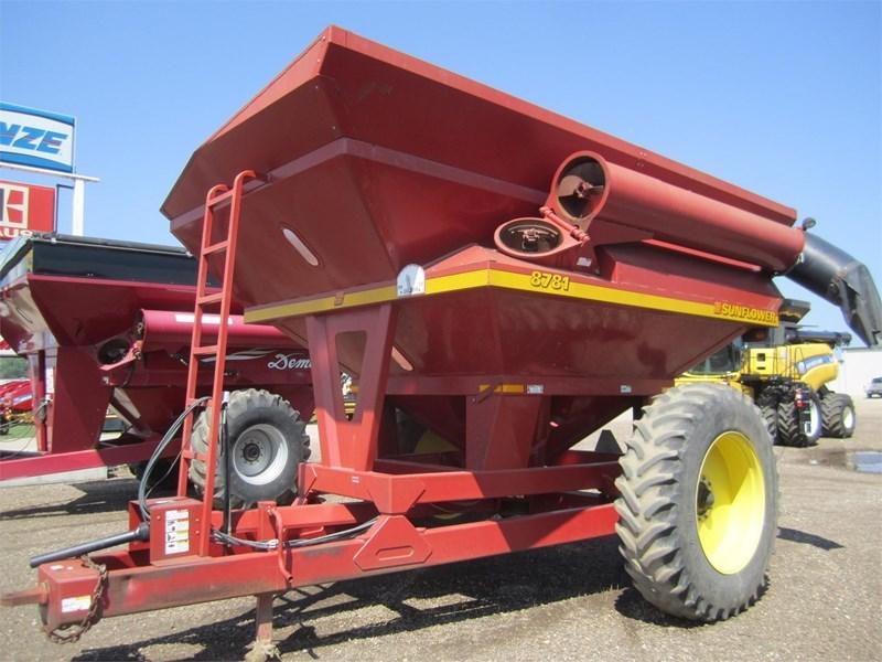 2000 Sunflower 8781 Grain Cart For Sale
