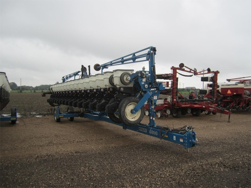 2006 Kinze 3600 Planter For Sale