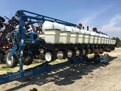 Planter For Sale 2001 Kinze 3600 16/31