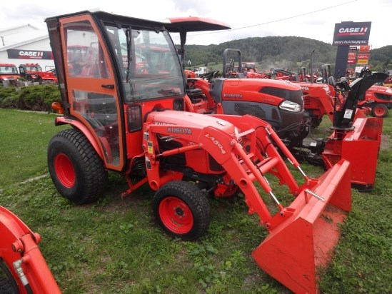 2009 Kubota B3200HSD Tractor For Sale
