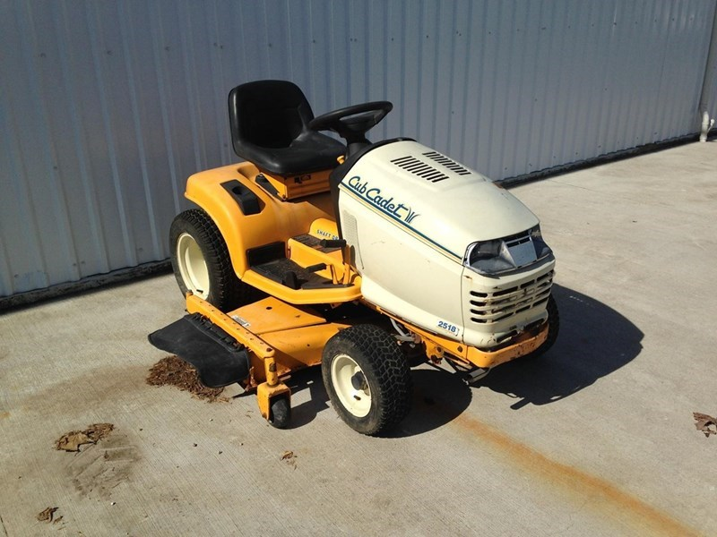 2008 Cub Cadet 2518 Riding Mower For Sale
