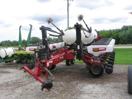 2005 White 818016R30 Planter For Sale