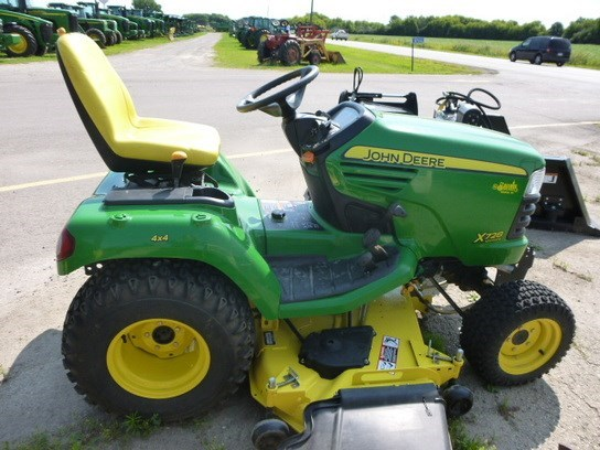 2006 John Deere X728 Riding Mower For Sale