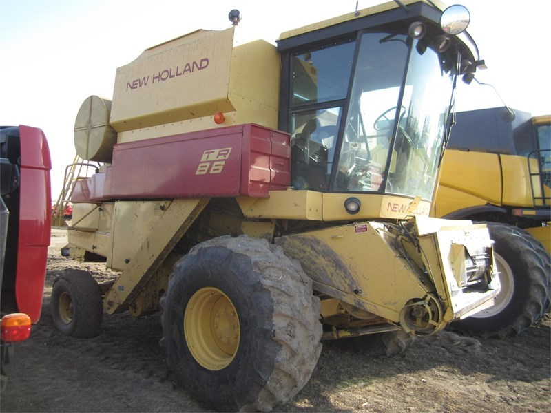 1985 New Holland TR86 Combine For Sale