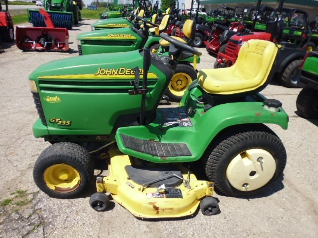 2000 John Deere GT235 Riding Mower For Sale