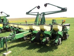 Planter For Sale:  1998 John Deere 1760 12x30