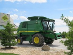Combine For Sale:  2002 John Deere 9450