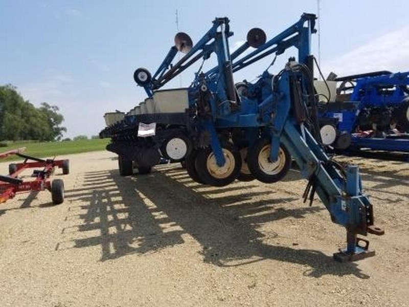 Kinze 2700, 24R30, Mech Meter, Markers, Whippers Plantadora a la venta