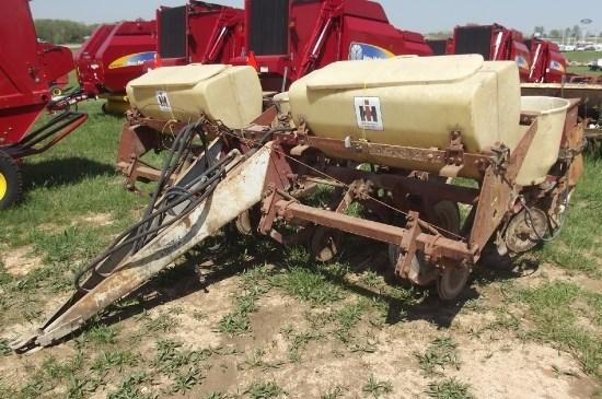 IH 4 ROW Planter For Sale