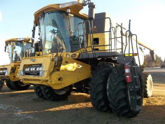 2014 New Holland CR8090 Combine For Sale