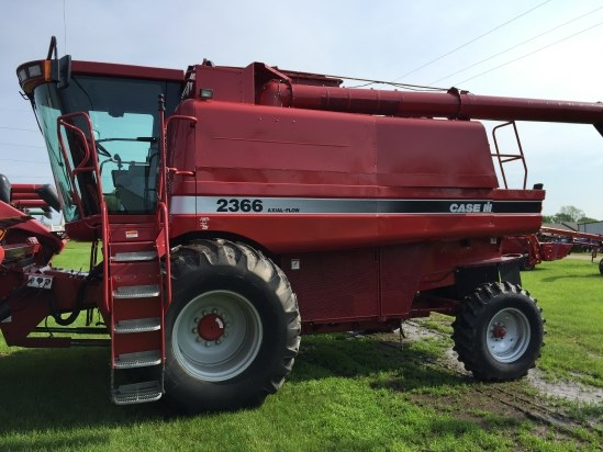 2000 Case IH 2366 Combine For Sale