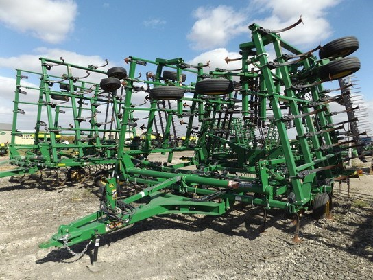 2012 John Deere 2210 Field Cultivator For Sale