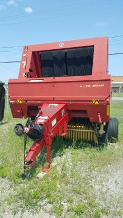 Baler-Round For Sale:  2000 New Holland 688