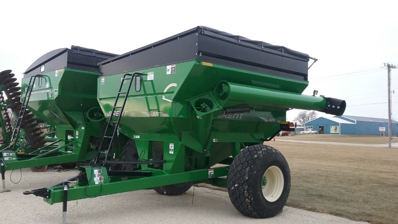 Brent 576  W/ TARP Grain Cart For Sale