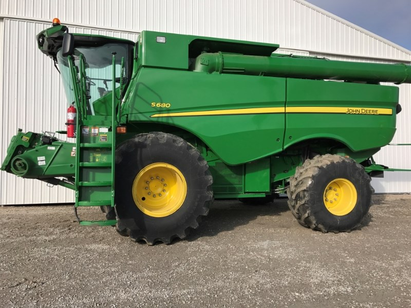 2013 John Deere S680 Combine For Sale