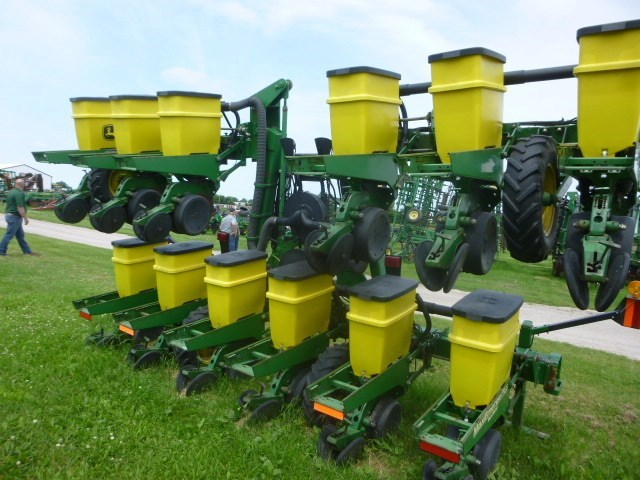 2001 John Deere 1720 Planter For Sale