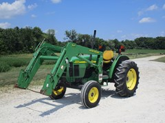 Tractor For Sale 2002 John Deere 5320 , 64 HP