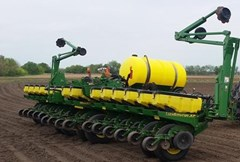Planter For Sale:  2005 John Deere 1770NT