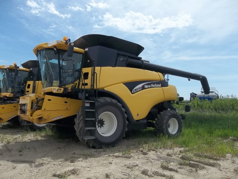 2004 New Holland CR970 Combine For Sale