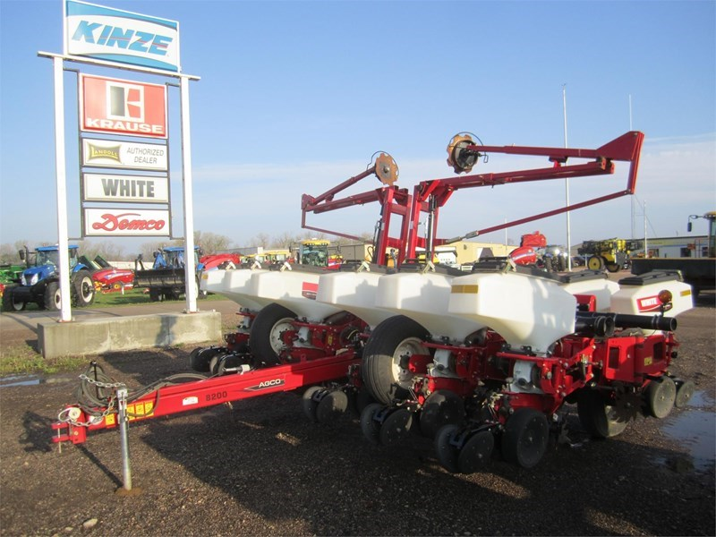 2011 White 8222 Planter For Sale