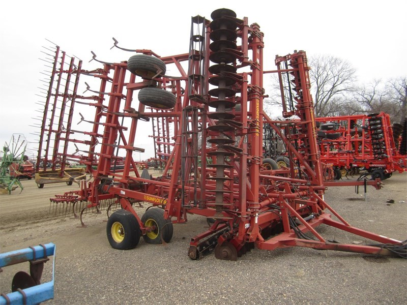 1998 Sunflower 6432-33 Field Cultivator For Sale