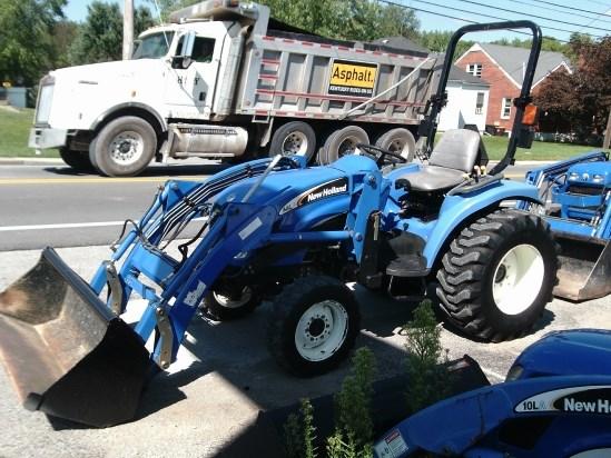 2005 New Holland TC33DA W/14LA LDR Tractor For Sale