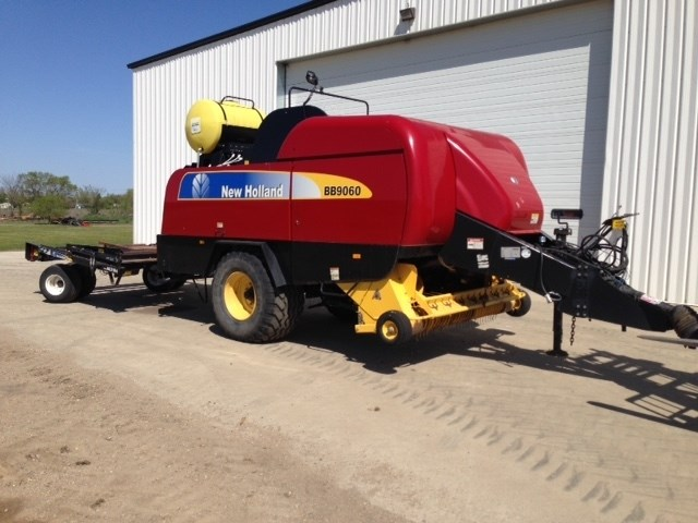 2012 New Holland BB9060, Fixed Chamber, Auto Twine Wrap, 1000 PTO Baler a la venta