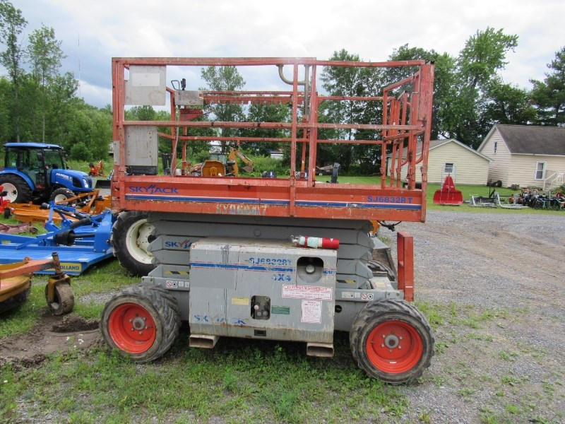 2006 Skyjack SJ6832RT Scissor Lift-Rough Terrain For Sale