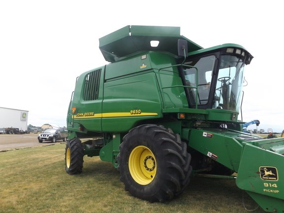 2001 John Deere 9650W Combine For Sale