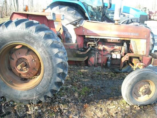 1975 IH 674 Tractor For Sale