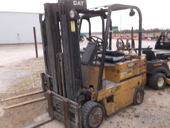 Caterpillar T50D Lift Truck/Fork Lift-Industrial For Sale