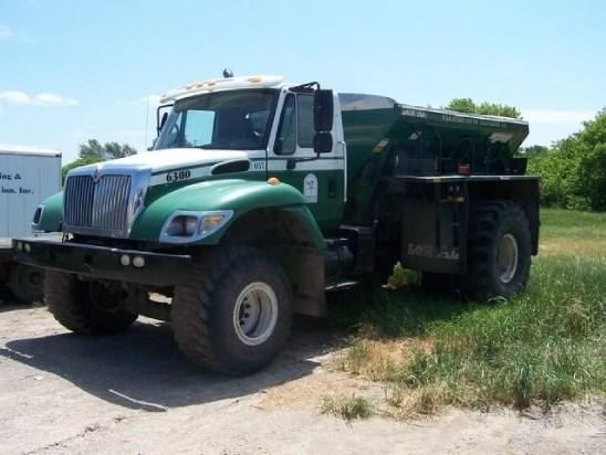 2004 Loral 6300 Fertilizer Spreader For Sale