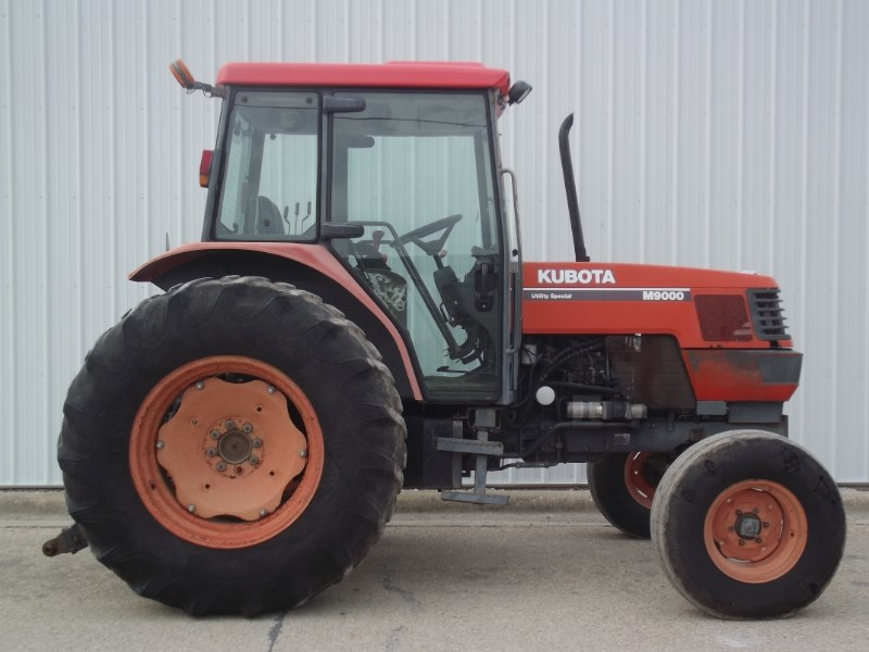 2000 Kubota M9000 Tractor For Sale
