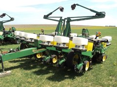 Planter For Sale:  1996 John Deere 1760 12x30