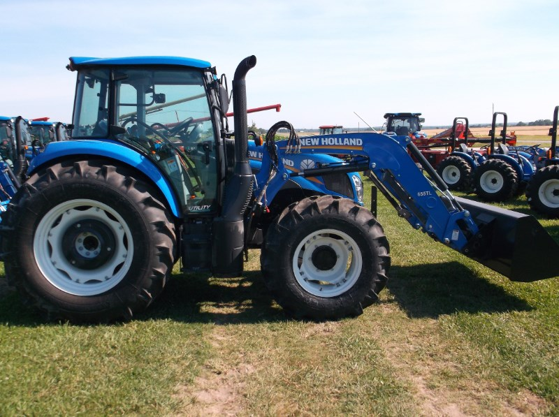 New Holland (NEW) T4.120 Utility 4x4 w/ Loader Tractor For Sale