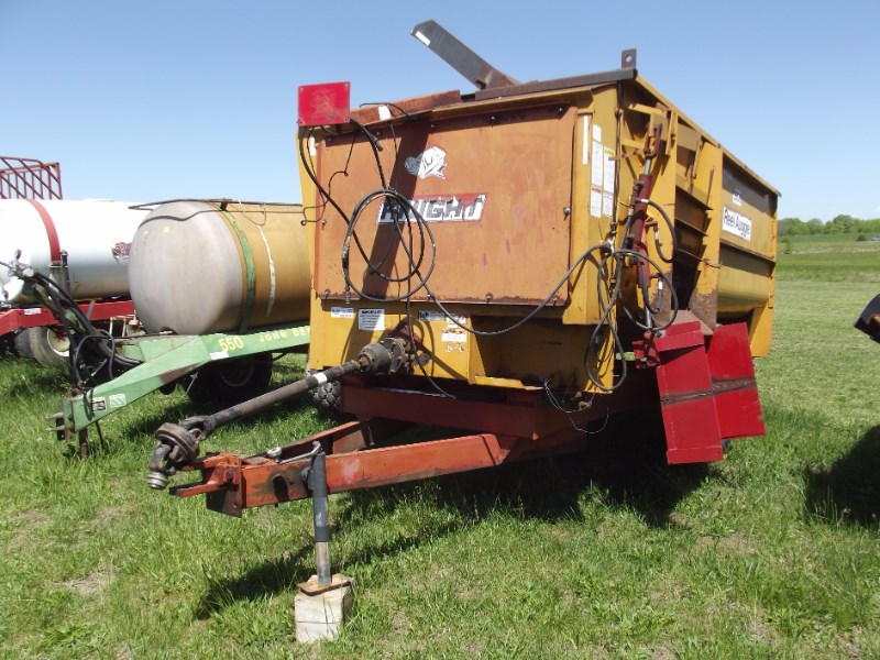 Knight 3300 Feeder Wagon-Portable For Sale
