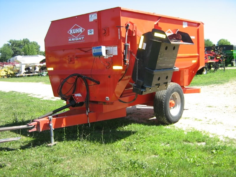 Kuhn Knight 3136 Feeder Wagon-Portable For Sale