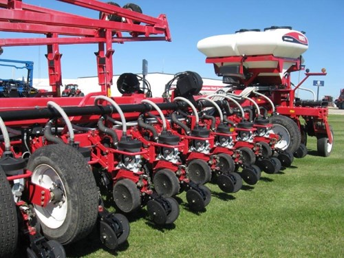 Planter For Sale:  2012 White 8800