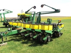 Planter For Sale:  1997 John Deere 1760 12/23
