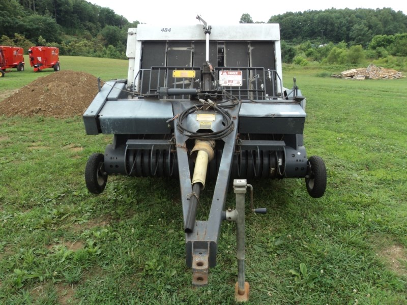 New Idea 484 Baler-Round For Sale