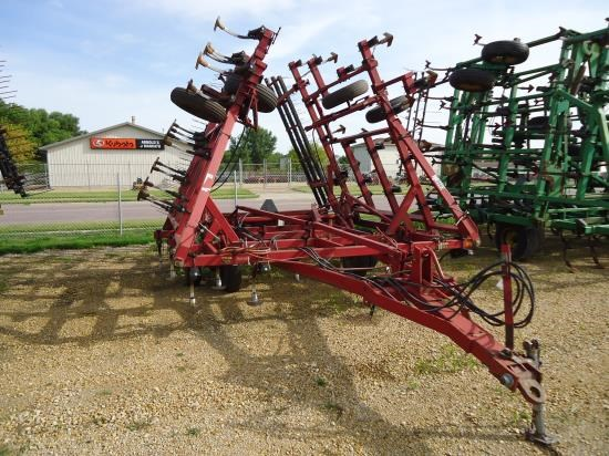 Case IH 4800 31.5 Field Cultivator For Sale