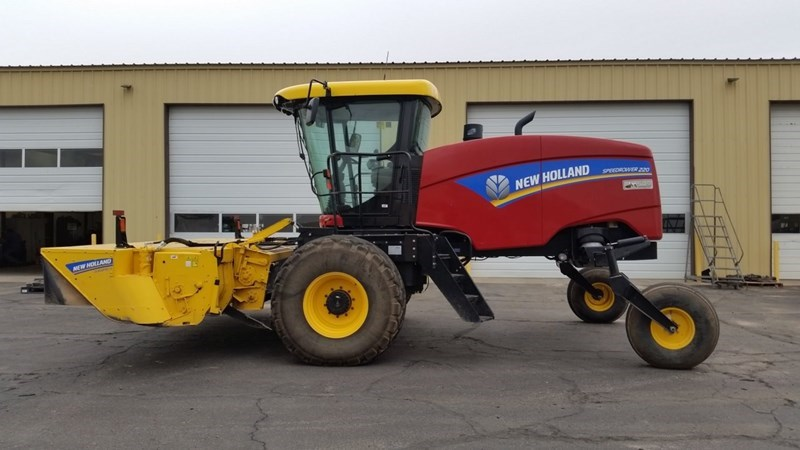 2015 New Holland 220 Windrower-Self Propelled