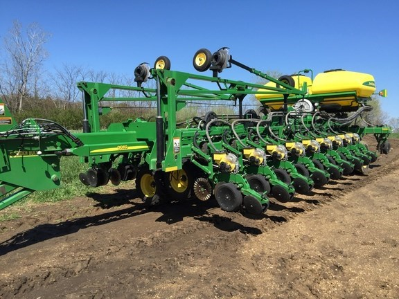 2013 John Deere DB60 Planter For Sale
